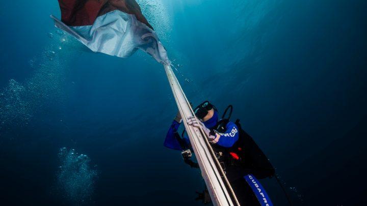 Peringati HUT ke-74 RI, Pertamina Adakan Upacara Bendera Bawah Laut di Ternate
