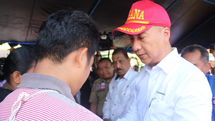 Mensos Serahkan Bantuan  1,3 Miliar Kepada Korban Gempa di Maluku
