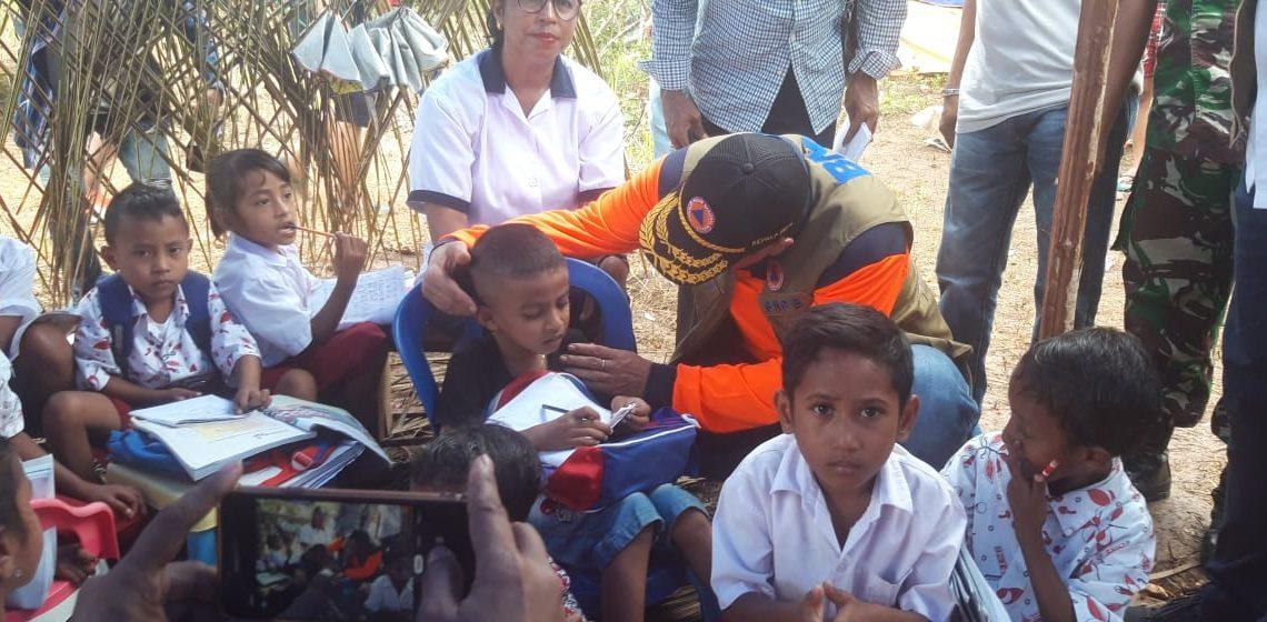 Kepala BNPB Tinjau Pengungsi di Pulau Haruku