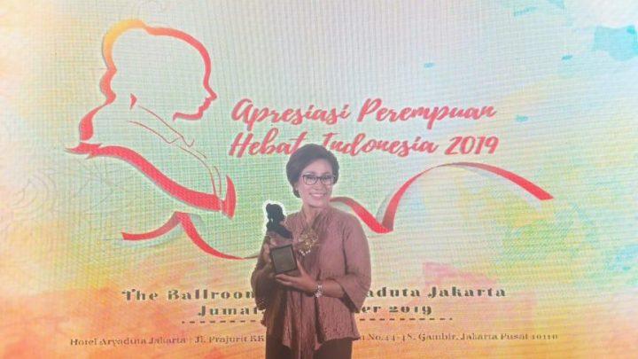 Debby Louhenapessy Terima Apresiasi Perempuan Hebat Indonesia