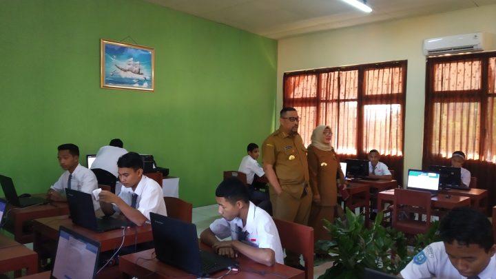 Gubernur Maluku Beri Spirit Kepada Siswa SMKN 5 Ambon Saat UNBK