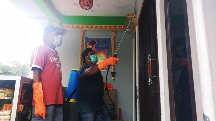 Cegah Covid 19, Rumah Warga RT 004/04 Batu Gajah Disemprot Cairan Disinfektan