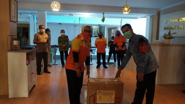 Kosgoro Maluku Serahlan Bantuan APD ke Pemkot Ambon
