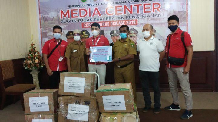 Telkomsel Menyerahkan Bantuan APD Kepada Tenaga Medis di Provinsi Maluku