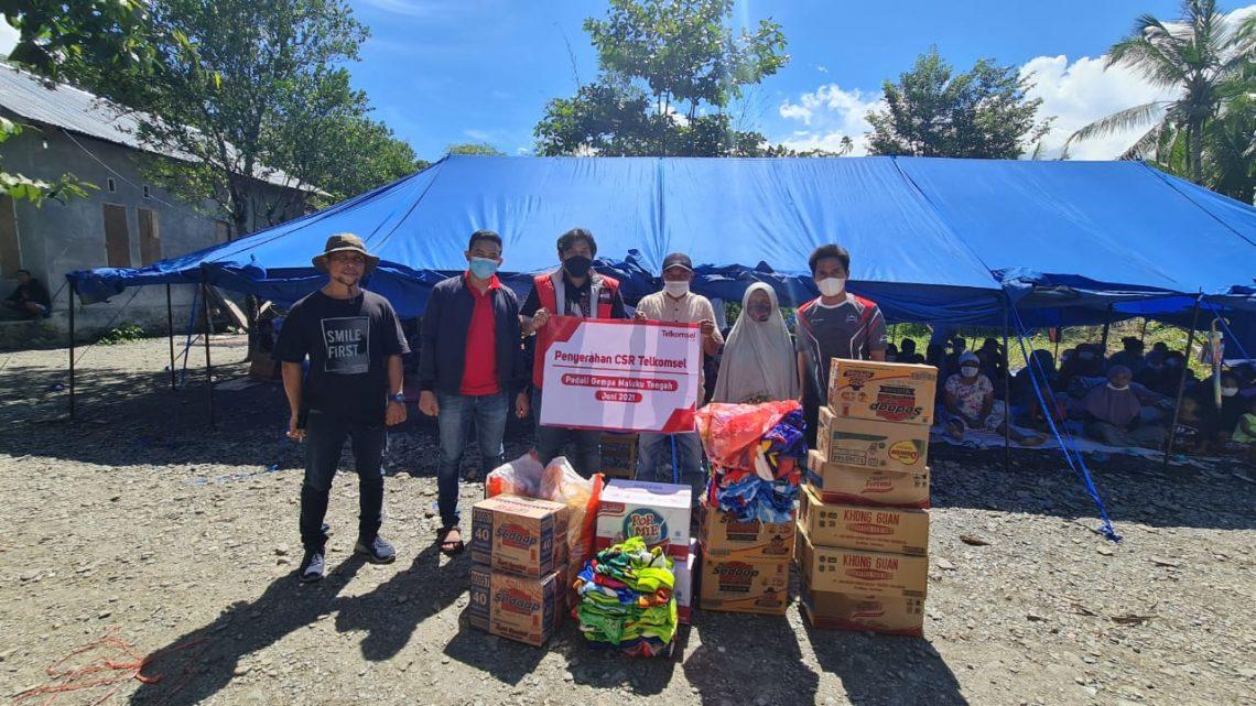 Telkomsel Serahkan Bantuan Kepada Korban Gempa Maluku Tengah