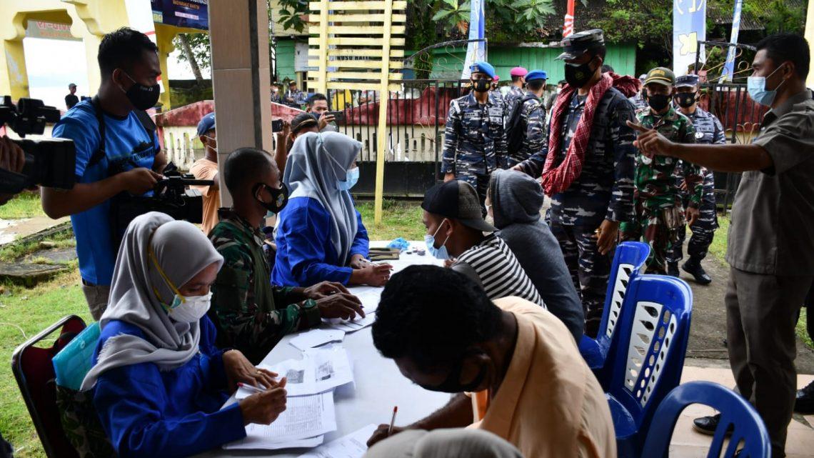 Serbuan Vaksin Covid LANTAMAL IX Bagi Masyarakat Pulau Haruku